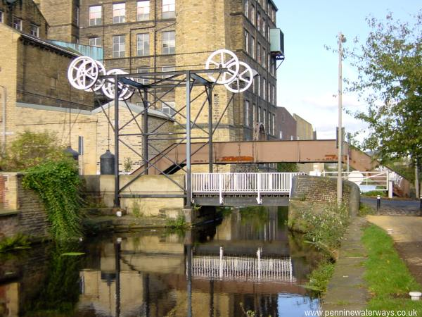 Locomotive lift bridge, Huddersfield Broad Canal
