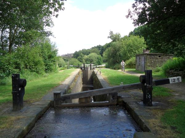 Looking east at Lock 12e, Golcar.
